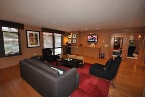 Clarendon 1021 Lounge