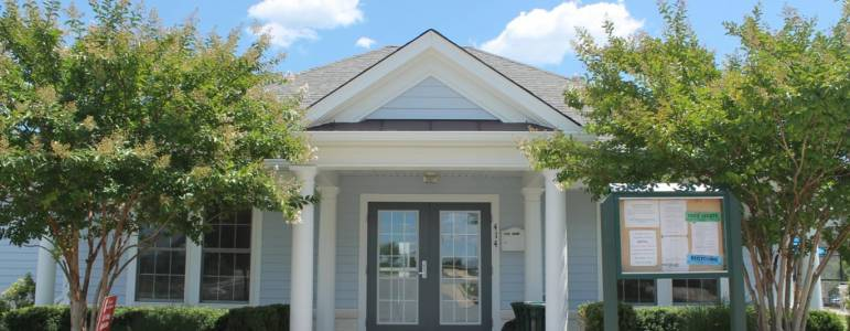 Homes for Sale in Oaklawn
