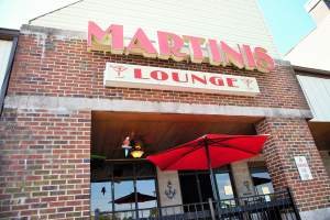 Martinis Lounge in White Plains, Maryland